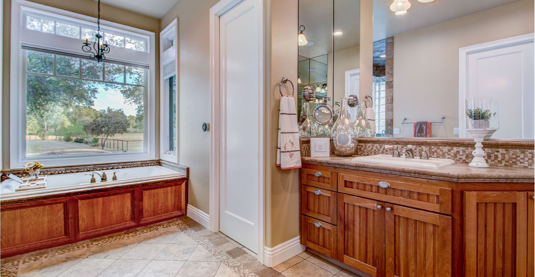 41 Master Bathroom1.jpg
