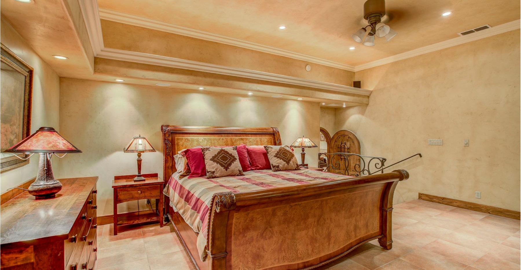 29 Master Bed.jpg