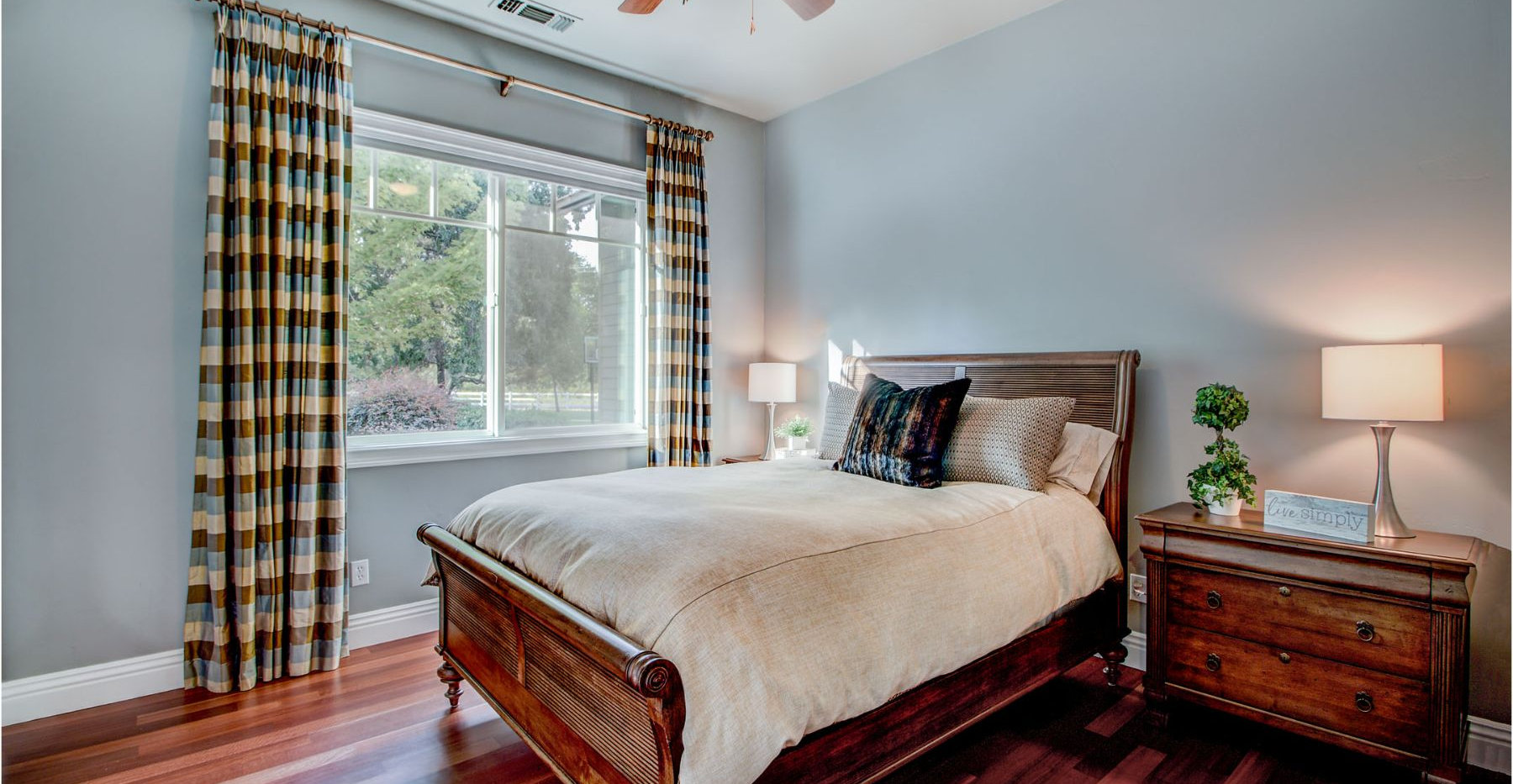 29 Bedroom.jpg