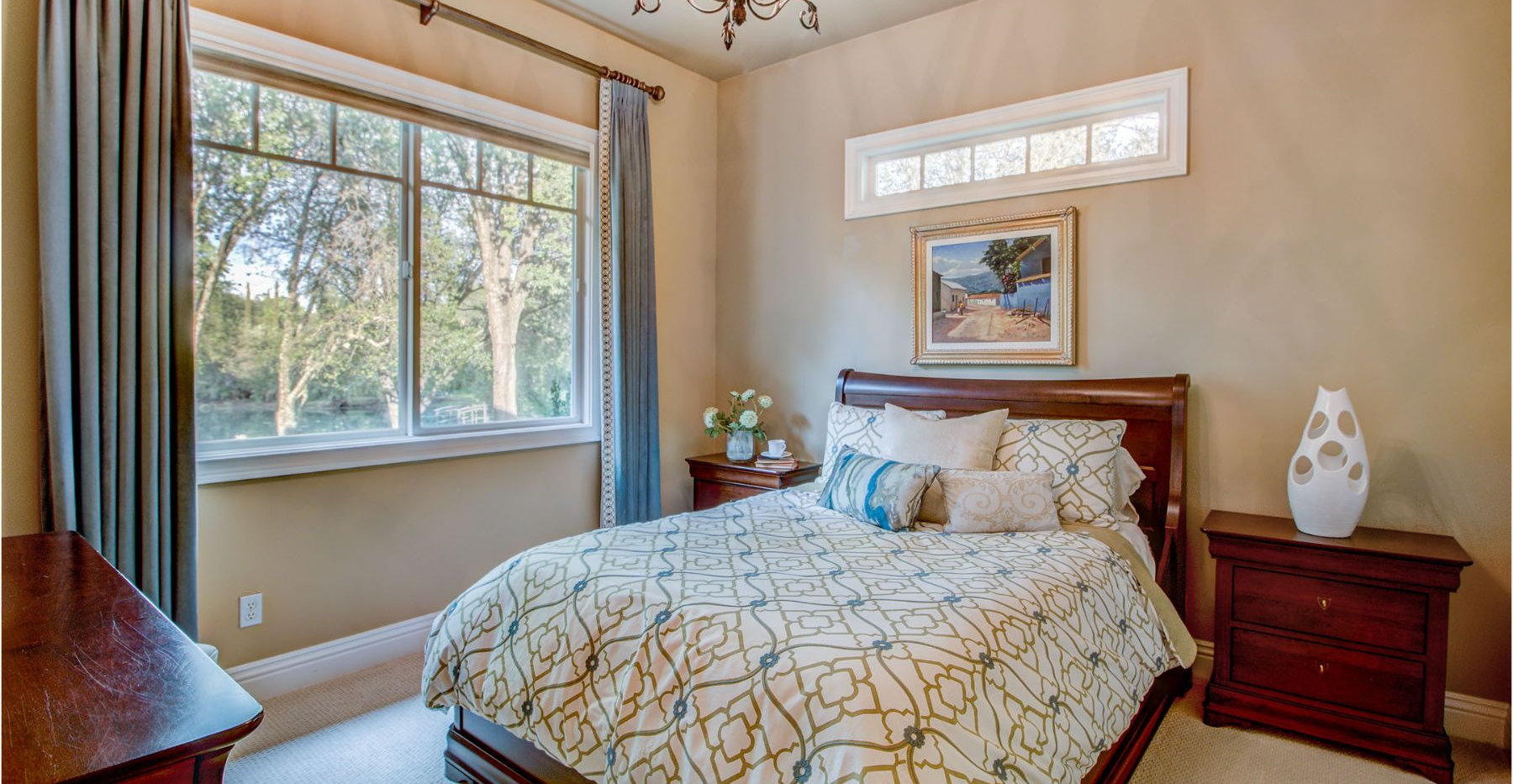35 Bedroom.jpg