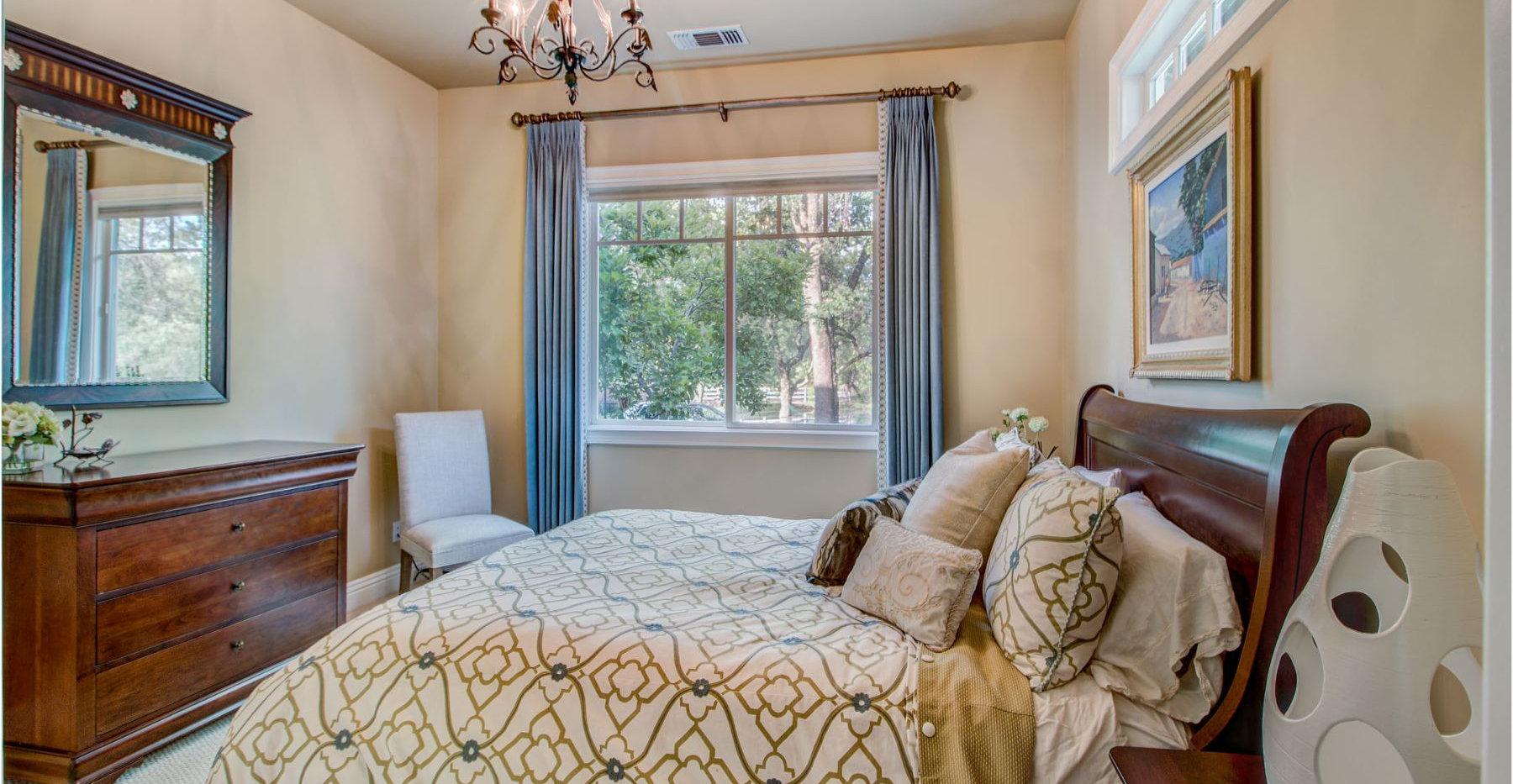36 Bedroom.jpg