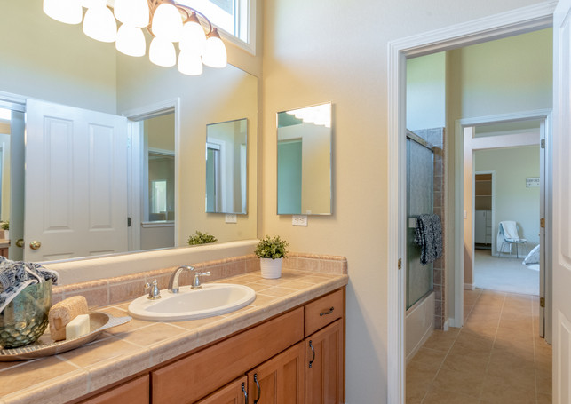 131 Gage ct-Bathroom 3 01.jpg