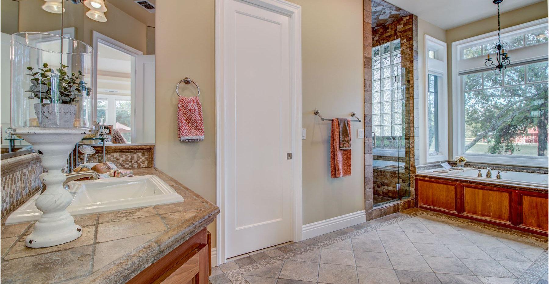 42 Master Bathroom.jpg