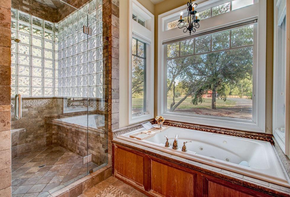44 Master Bathroom.jpg