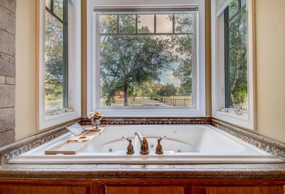45 Master Bathroom.jpg