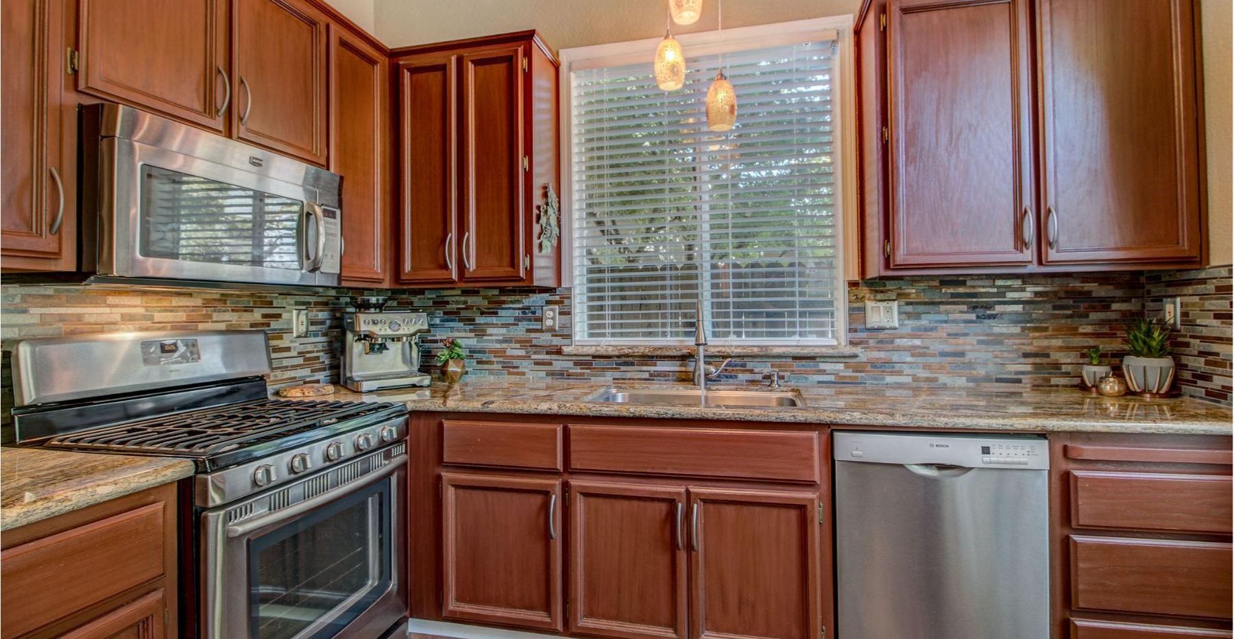 17 Kitchen.jpg