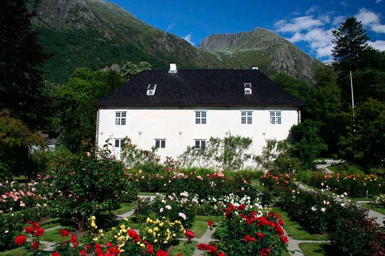 Bergen - Rosendal full day roundtrip