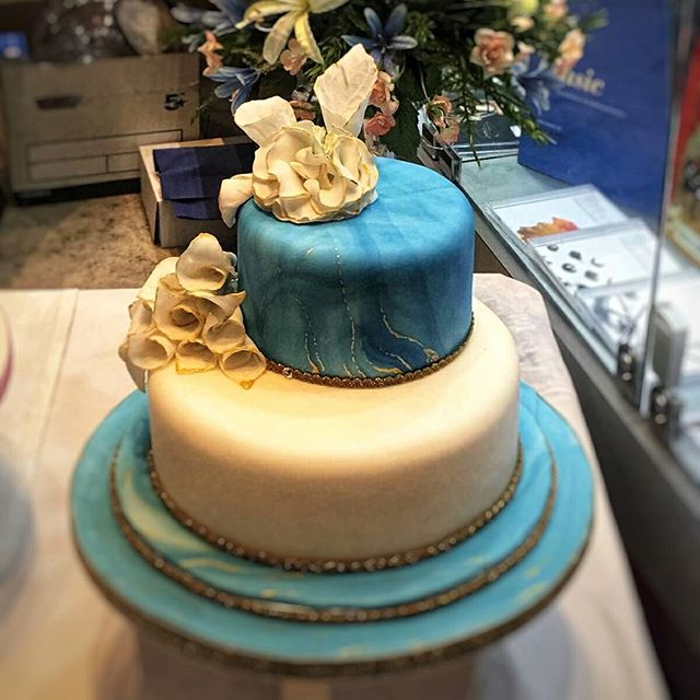 Blue's on trend for 2018 weddings _#ontrend #handmade #cake #cakes #weddingdress #wedding #weddingca