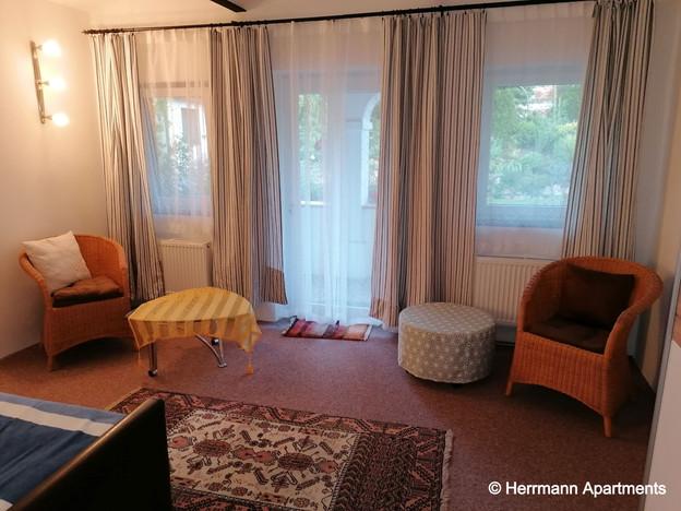 Apartment Hermine_Herrmann Apartments_Schlafzimmer1- Zugang zum Garten_edited.jpg