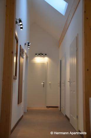 Apartment Theresia_Herrmann Apartments_Vorraum_edited.jpg