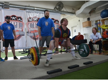 6 Gym Lessons Everyone can Learn from Competitive Lifters