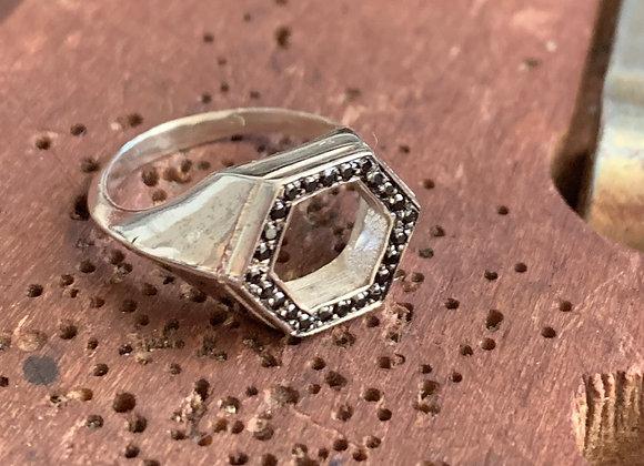 מטבעת בי ריי חלולה משובצת