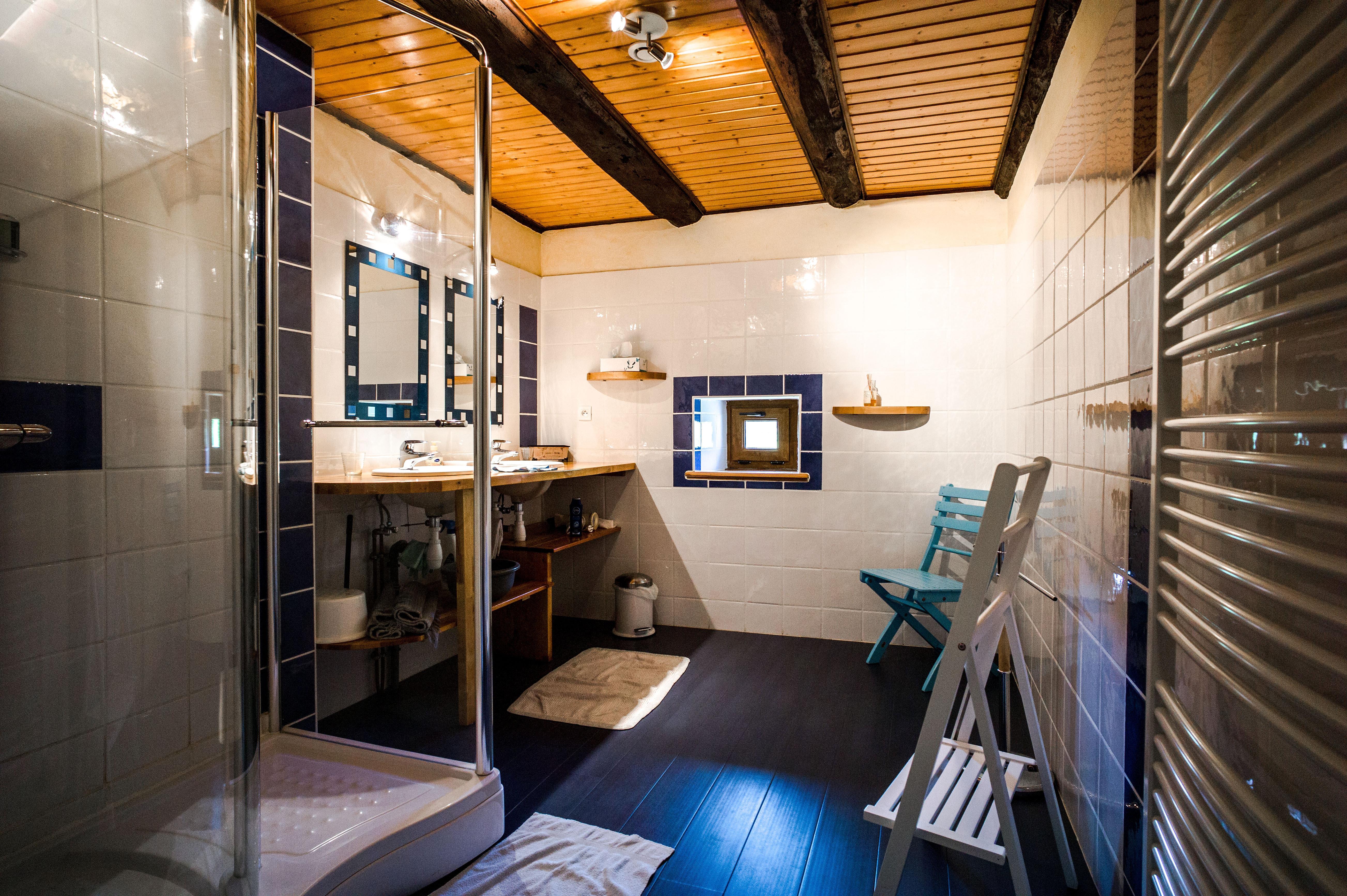 gite la pierre d 39 eau g te de charme en alsace salle d 39 eau. Black Bedroom Furniture Sets. Home Design Ideas