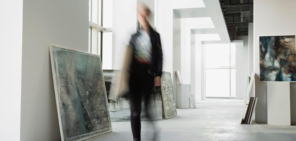 Caminando En la Galería