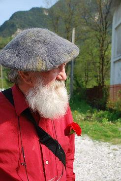 Drago Kralj portret z baretko.jpg