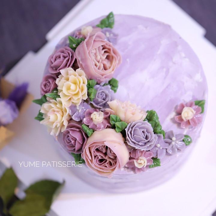 flower cake in korean buttercream
