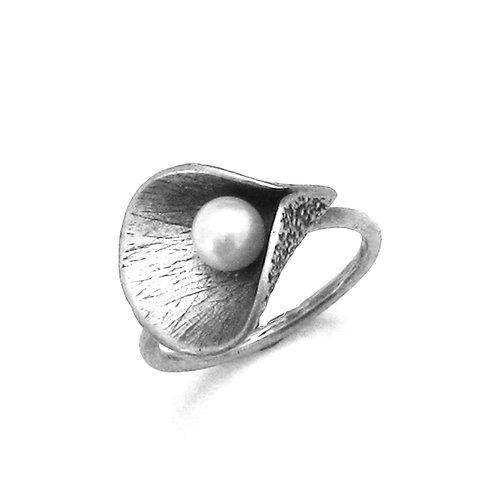 Calla Pearl Ring