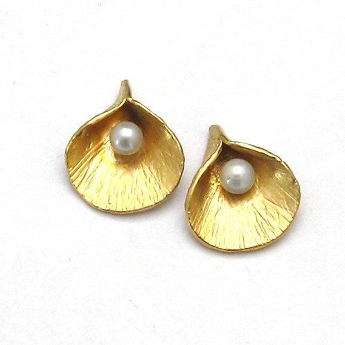 Petite Calla Pearl Post Earrings