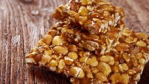 O doce que não pode faltar na festa junina: Pé de moleque.