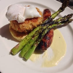 Eggs Benedict with crab cake