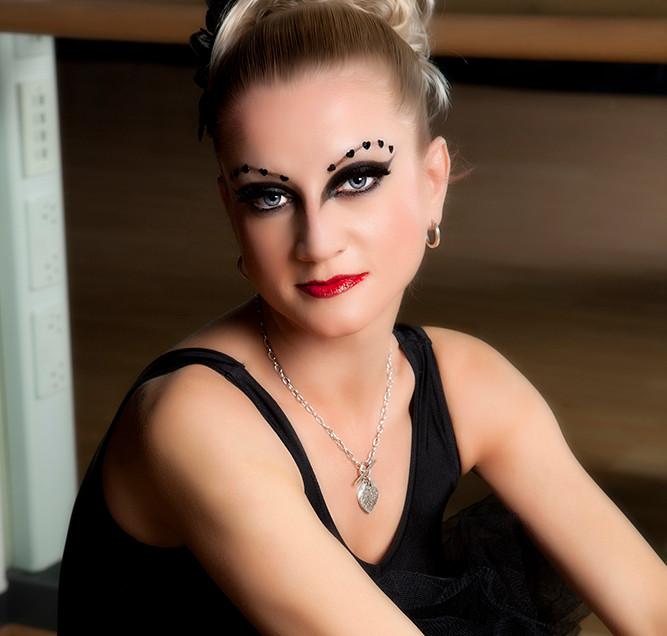 Black Swan MG_1549-Edit copy 1000 pixels.jpg