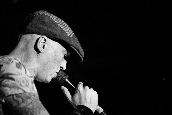 Black and white gig photograph of InMe front-man with microphone at Bristol Exchange