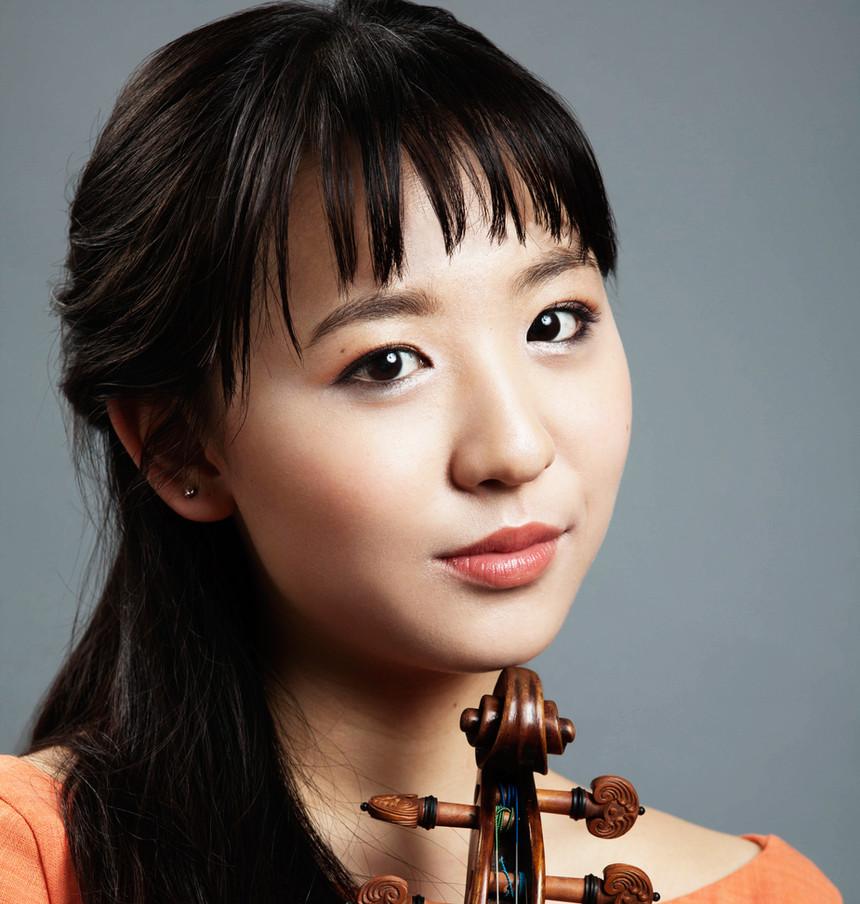 Anna Lee violinist photo by Arthur Moeller taken in 2015