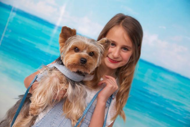 la petite fille et le chien