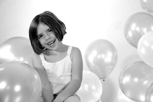 petite fille aux ballons