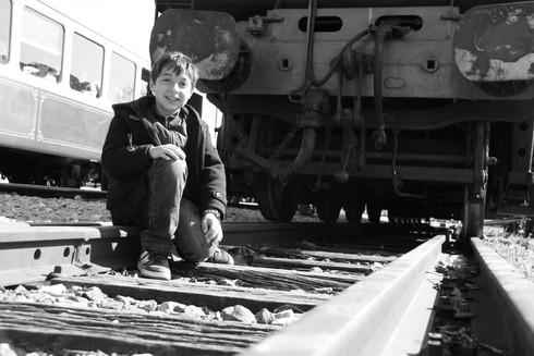 Garçon sur les rails