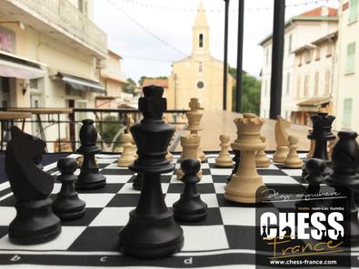 Jeu d'échecs de voyage   CHESS France   village