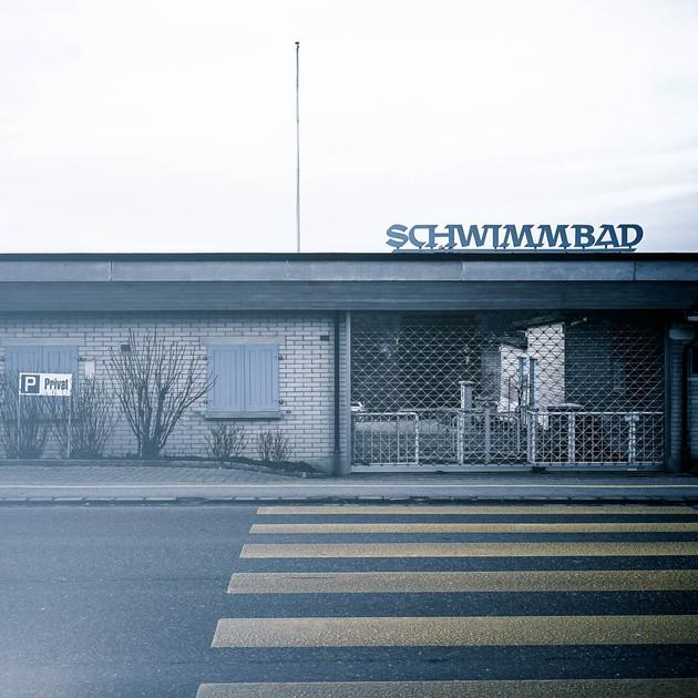 gregor-scheurer_schwimmbad.jpg