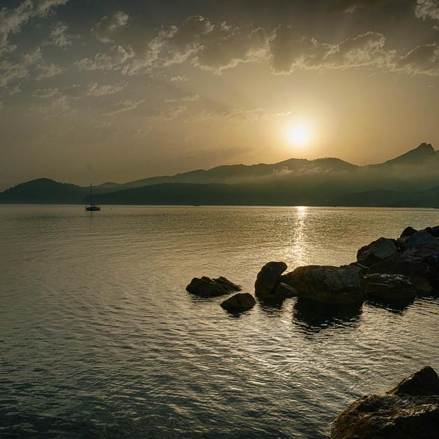 gregor-scheurer_sunrise island.jpg