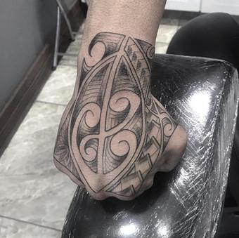 Maori mão