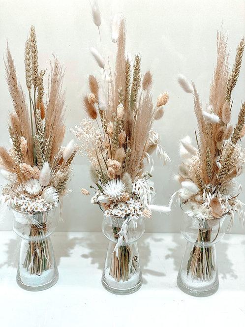 Vase avec fleurs séchées