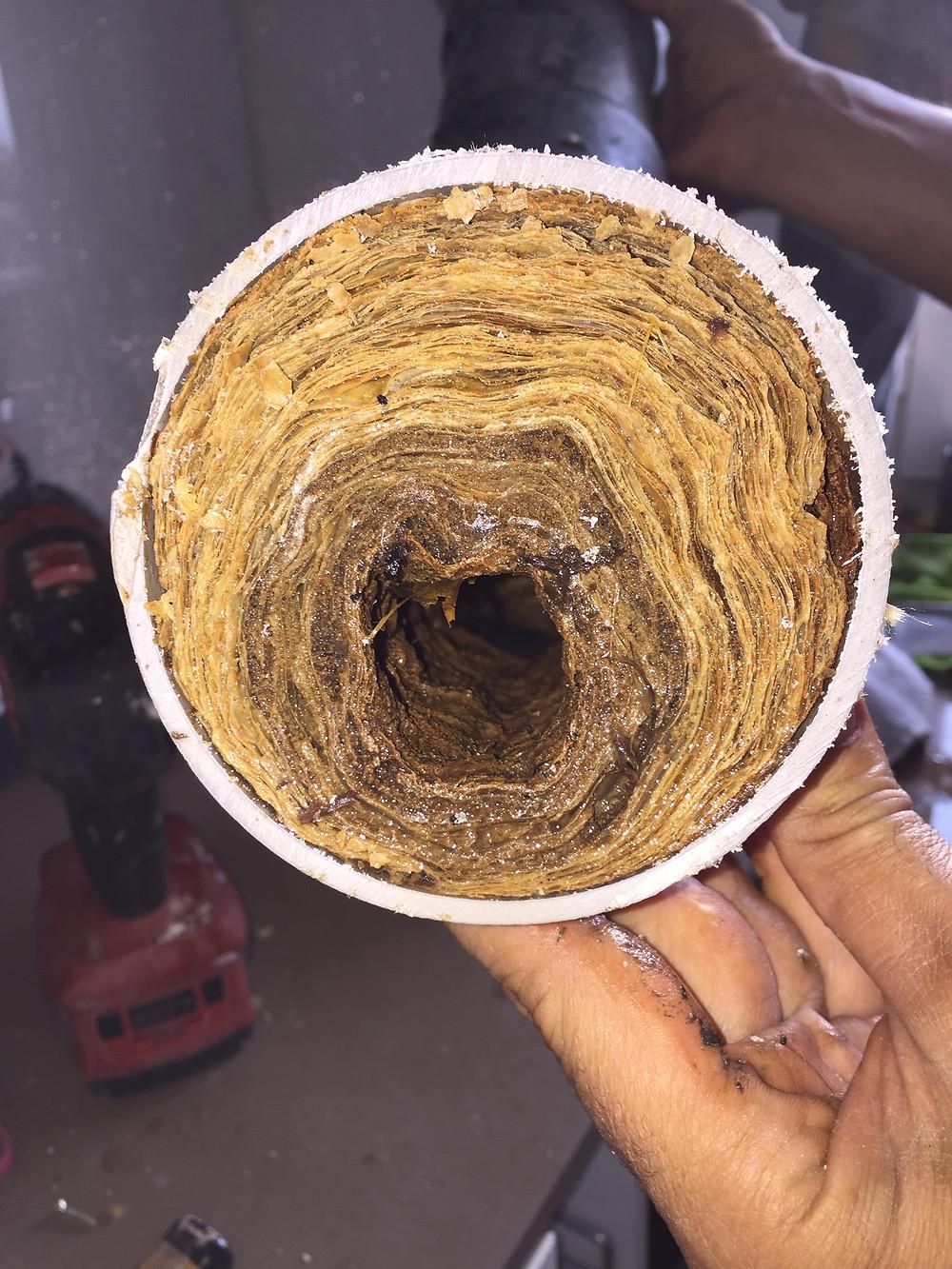 Canalisation bouchée par des résidus minéraux