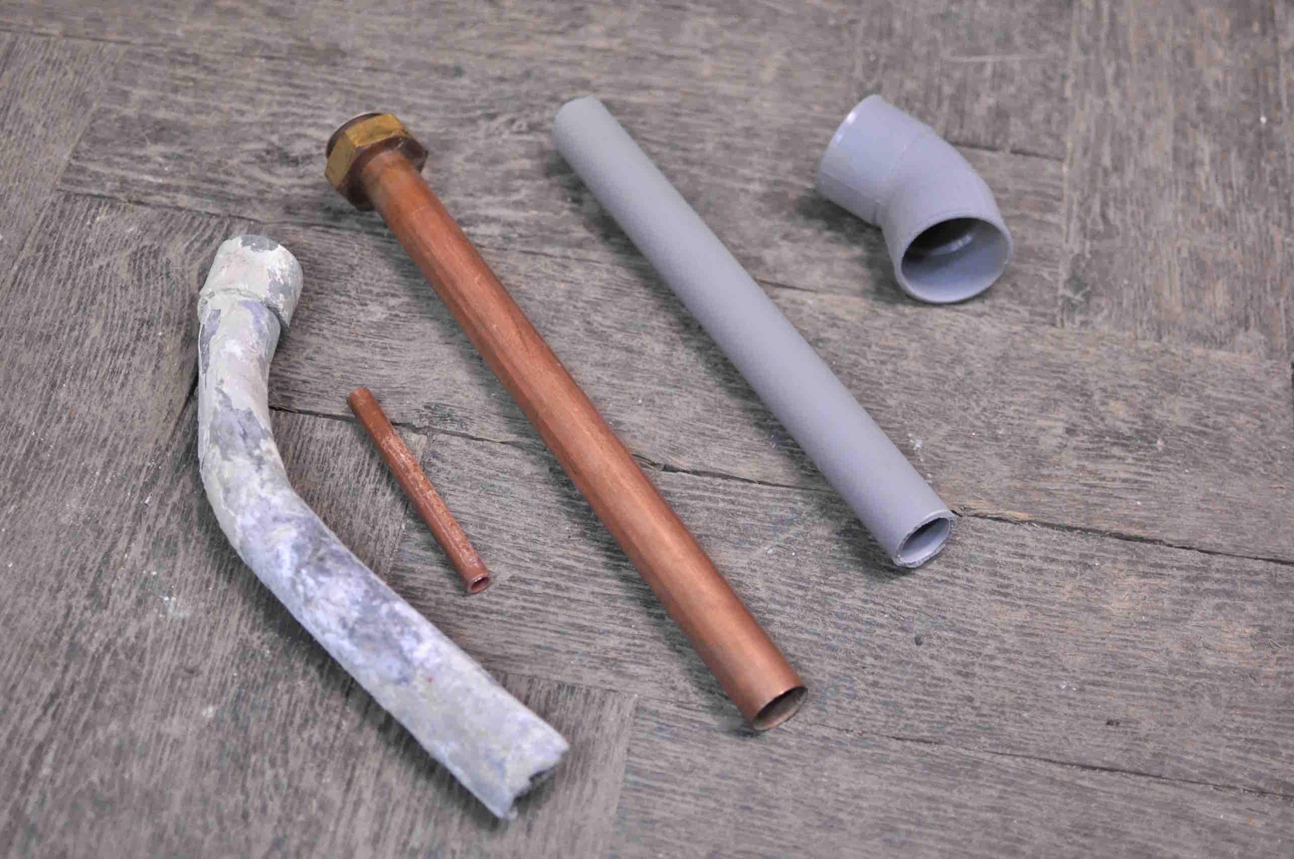 Tuyaux plomb, cuivre et PVC
