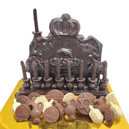 מארז העתק חנוכיה עתיקה משוקולד בגודל טבעי