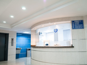 Manijas antibacteriales para puertas hospitalarias.