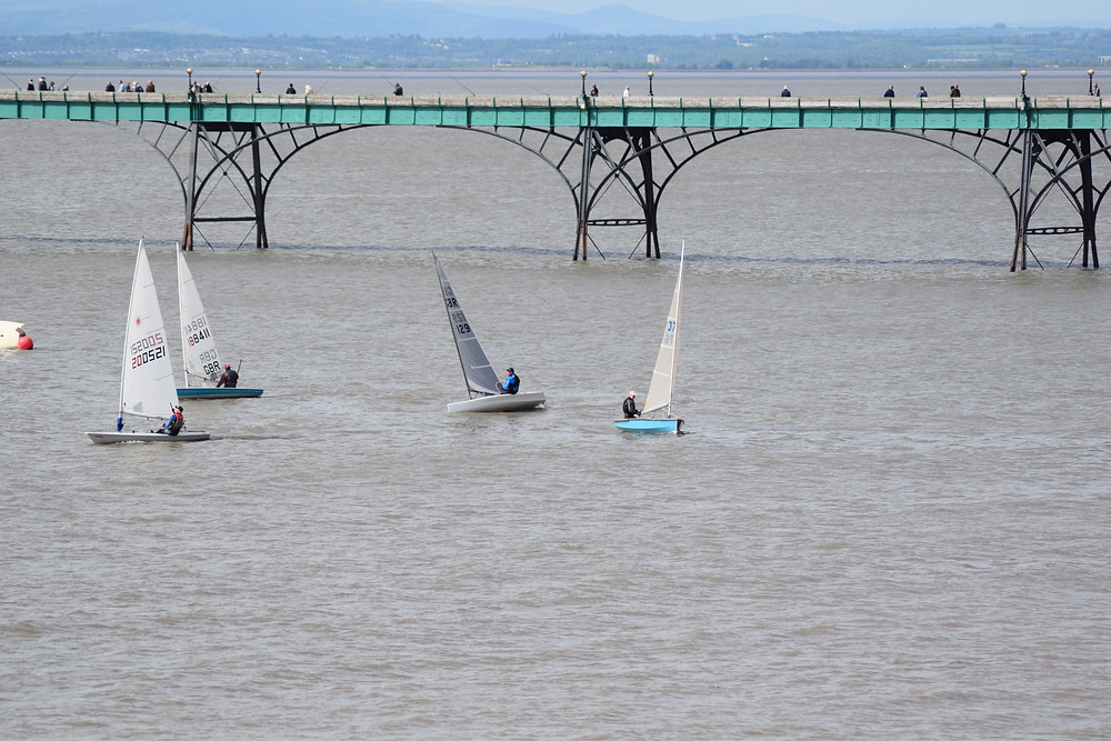 Robin Goff (129 centre) and the bunched fleet nearing the end of the two-hour race. (photo S.Hotchkiss)