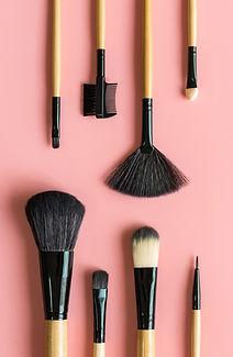 AdobeStock_189822064-Brushes-on-Pink_edi