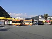 定期観光バスの乗り場は①番になります。お時間お間違えなく集合してください。