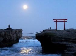神社の神と月と・・・