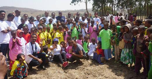 Ethiopia%20with%20Beyenne%20group_edited