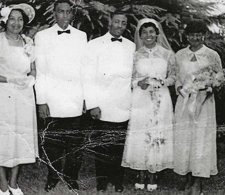 Dad Mom Wedding party 1951.jpg