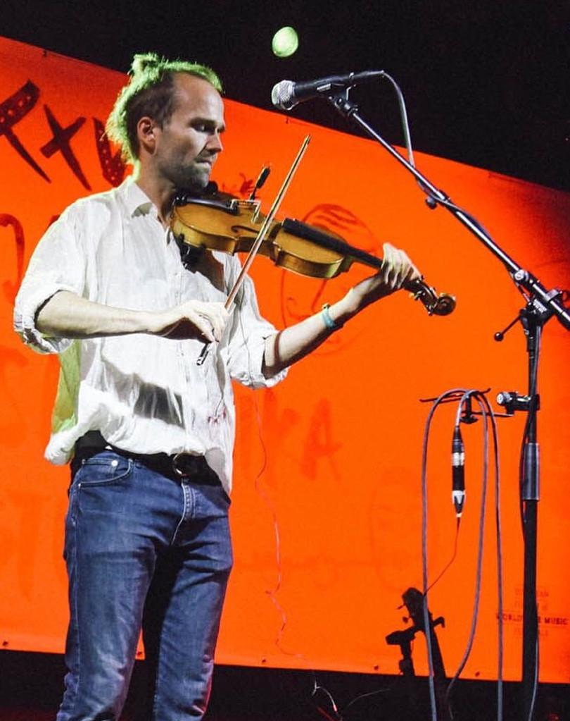 Nicolaj på violin