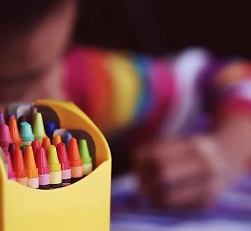 crayons-1209804__480.webp