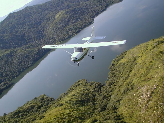 cessna_172-mountain-flying-m0a.jpg
