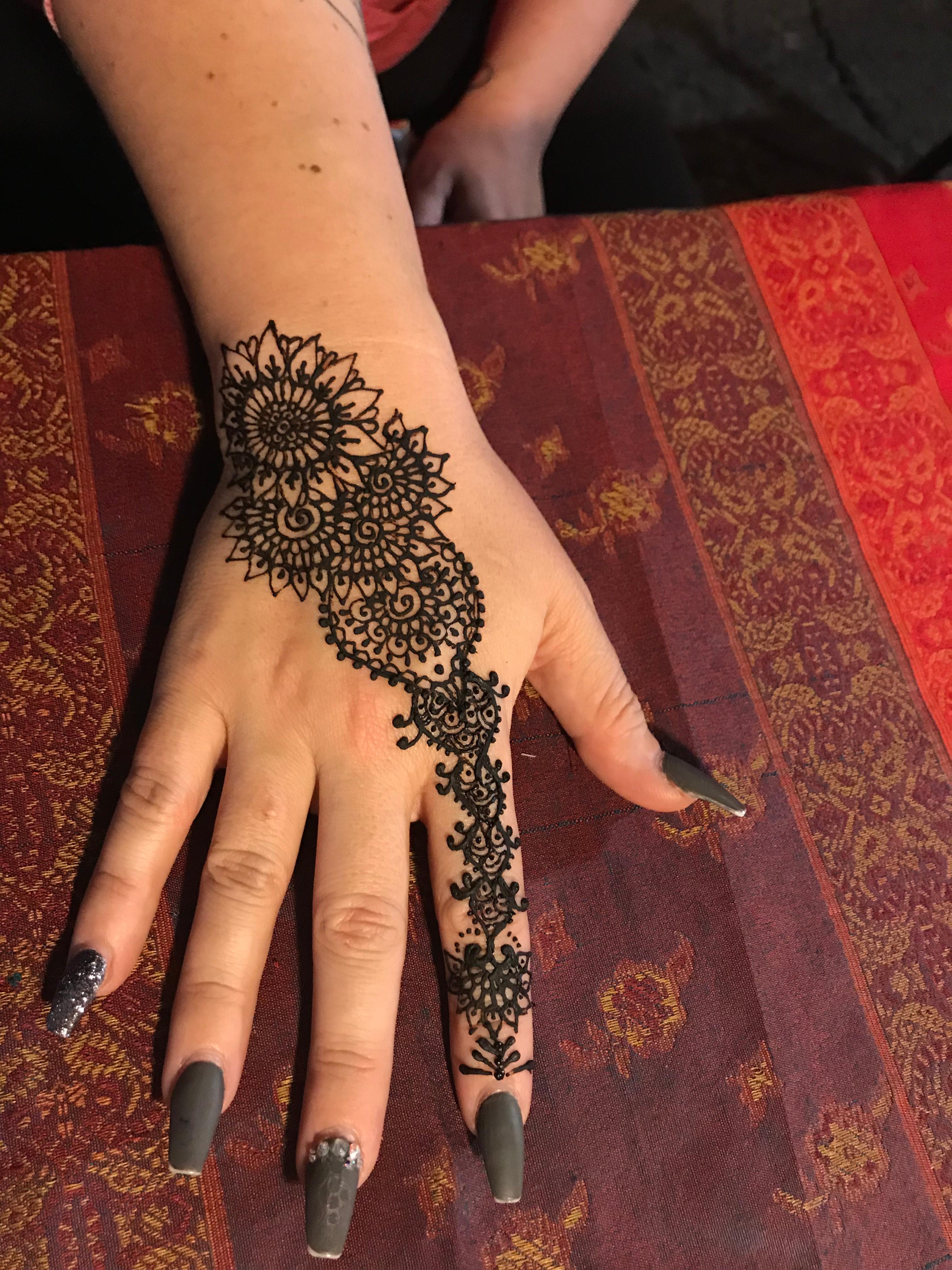 Medium Henna Tattoo