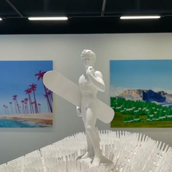"""""""David à la montagne"""", vue de l'exposition """"Pluie d'artifices"""", 2020, Centre d'art de Flaine"""